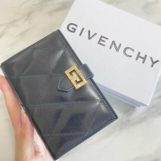 GIVENCHY - ラスト1【新品】GIVENCHY GV3 キルティング 折り財布 ブラック