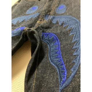 アベイシングエイプ(A BATHING APE)のA BATHING APEのシャーク刺繍デニム BAPE エイプ shark(デニム/ジーンズ)