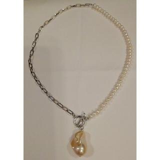 ドゥロワー(Drawer)の超大粒天然バロックパールのパール&シルバーチェーンの前留めマンテルのネックレス(ネックレス)