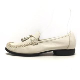 コールハーン(Cole Haan)のコールハーン ローファー 6 1/2 B - 白(ローファー/革靴)