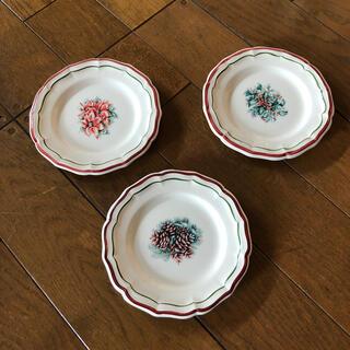 ビレロイ&ボッホ - ジアン クリスマス ポレンセチア 松ぼっくり 柊 フランス皿 3枚セット
