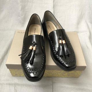 オリエンタルトラフィック(ORiental TRaffic)のエナメルタッセルシューズblack(ローファー/革靴)