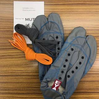 【無敵】伝統職人の匠技が創り出すランニング足袋 グレー28.0cm ※箱なし(シューズ)