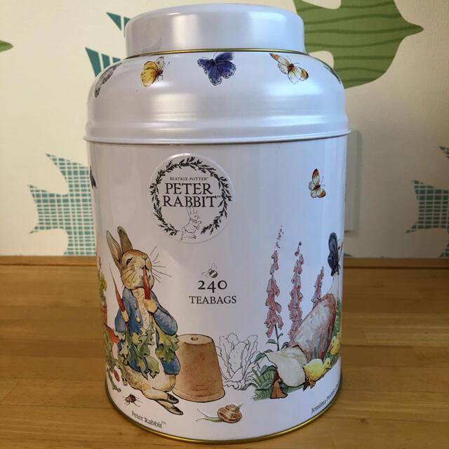 コストコ(コストコ)のコストコ イングリッシュティー 240個 ピーターラビット缶入り 食品/飲料/酒の飲料(茶)の商品写真