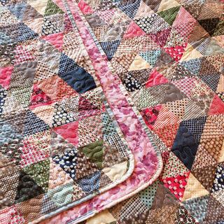 キルトマルチカバー カラフルパッチワーク柄×ピンク花柄 ベッドスプレッド  (シーツ/カバー)