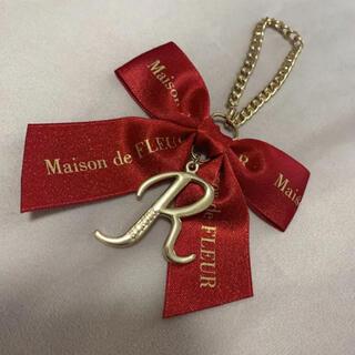 Maison de FLEUR - メゾンドフルール Maison イニシャルチャーム ラメ 赤 R