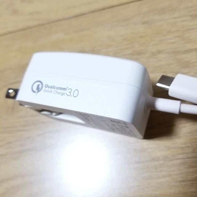 au(エーユー)のau タイプ-C共通ACアダプタ01 急速充電器① スマホ/家電/カメラのスマートフォン/携帯電話(バッテリー/充電器)の商品写真