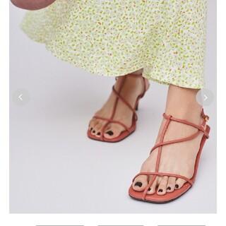 ミラオーウェン(Mila Owen)のミラオーウェン tストラップサンダル 新品未使用 人気商品 最安値(サンダル)