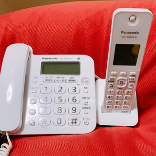 パナソニック(Panasonic)のPanasonic  KX-FKD404-W (携帯電話本体)