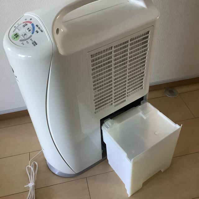 コロナ(コロナ)の除湿機 CORONA 美品 スマホ/家電/カメラの生活家電(加湿器/除湿機)の商品写真
