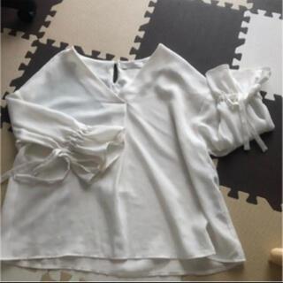セシルマクビー(CECIL McBEE)のセシルマクビー トップス ブラウス(シャツ/ブラウス(半袖/袖なし))