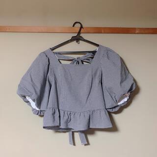 トランテアンソンドゥモード(31 Sons de mode)の《タグ付き新品未使用》ペプラムフリルパフスリーブブラウス(シャツ/ブラウス(半袖/袖なし))