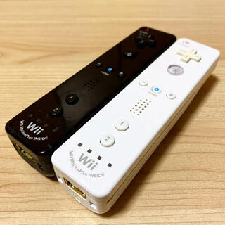 Wii - 動作確認済み⭐️任天堂Wiiリモコンプラス2つセット〈シロ・クロ〉