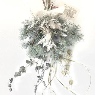 涼やかなシルバーブルー 香り立つ希少ホプシーとブルニアのスワッグ ユーカリ(ドライフラワー)