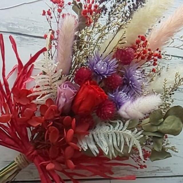 ドライフラワースワッグ*レッド&パープル*赤いかすみ草を足してみました♪ ハンドメイドのフラワー/ガーデン(ドライフラワー)の商品写真
