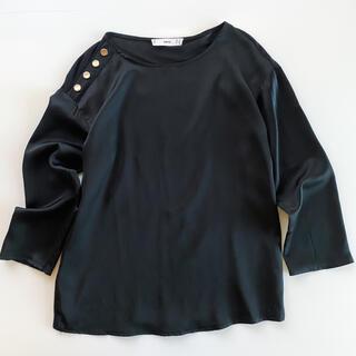 マンゴ(MANGO)のMANGO ゴールドボタンブラウス 黒(シャツ/ブラウス(長袖/七分))