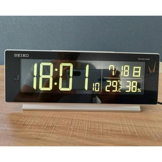 SEIKO(セイコー)のDL207S   SEIKO 温湿度計付き 電波時計 インテリア/住まい/日用品のインテリア小物(置時計)の商品写真
