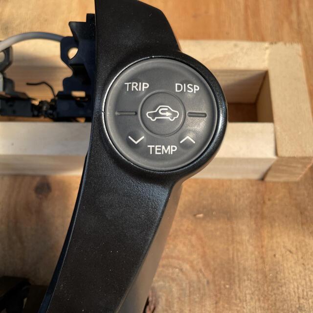 トヨタ(トヨタ)のプリウス30前期ステアリングスイッチ 自動車/バイクの自動車(車種別パーツ)の商品写真