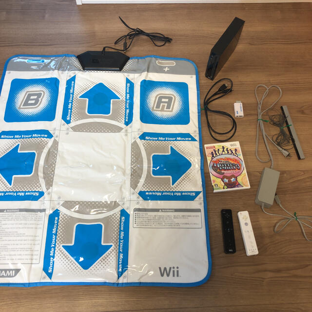 Wii 本体とダンレボ・専用コントローラー リモコン2個 運動不足解消セット