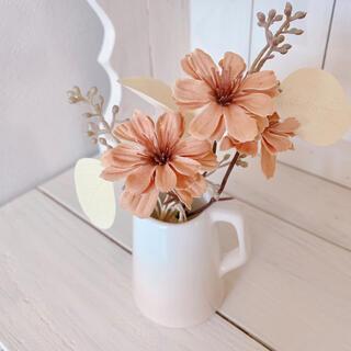 Bベージュデージーと白ユーカリのプチブーケ 造花 花瓶付き(その他)