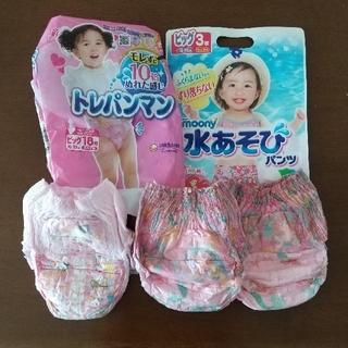ユニチャーム(Unicharm)の女の子 ビッグ ムーニー水遊びパンツ2枚&トレパンマン1枚 (ベビー紙おむつ)