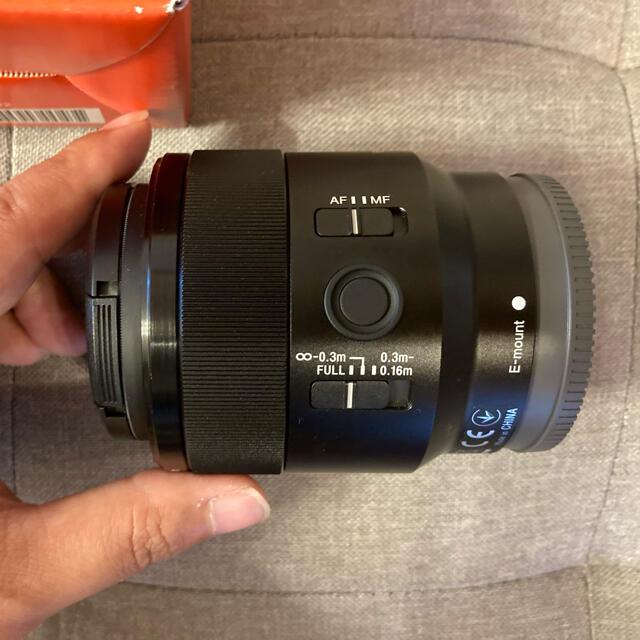 SONY(ソニー)の【美品】SONY SEL50M28 FE50mm F2.8 Macro レンズ スマホ/家電/カメラのカメラ(レンズ(単焦点))の商品写真