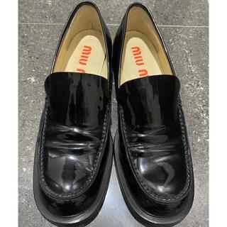 miumiu - miumiu  ローファー 黒 24.5cm   パテント