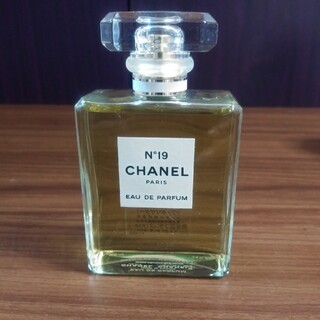 CHANEL - CHANEL No19