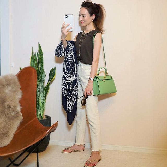 Hermes(エルメス)のご専用 エルメス カシシル ショール 140 グランマネージュ レディースのファッション小物(マフラー/ショール)の商品写真