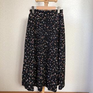 エムズエキサイト(EMSEXCITE)のemsexcite オレンジ花柄プリーツスカート ブラック(ロングスカート)