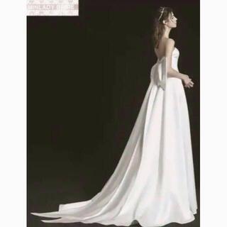 オードリー風 ベアトップ ふっくら柔らかなバックリボン ウェディングドレス