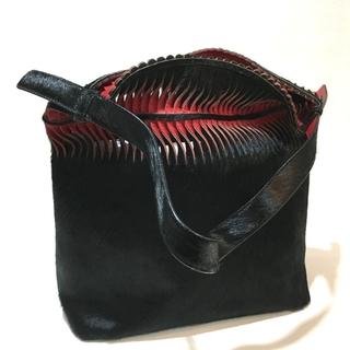 ANTEPRIMA - アンテプリマ トートバッグ ブラック×レッド ハラコx合成皮革 レディース
