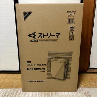 ダイキン(DAIKIN)の【新品未開封・送料無料】MCK70WJ-W(空気清浄器)