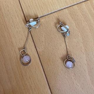 シマムラ(しまむら)のゴールドのチェーンに淡いピンクのイヤリング(イヤリング)