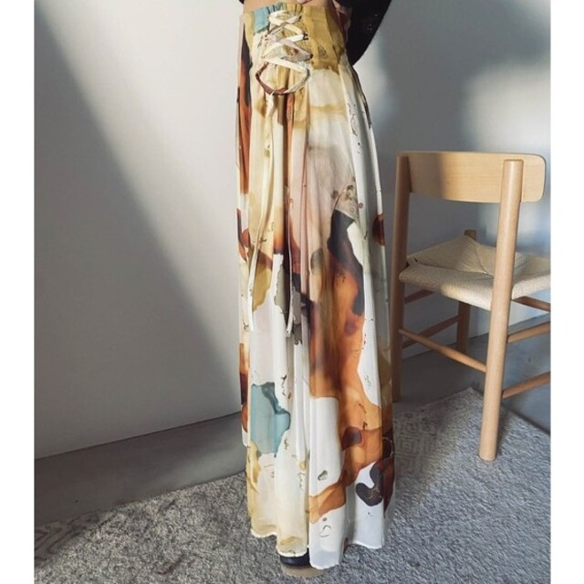 Ameri VINTAGE(アメリヴィンテージ)のameri vintage アメリアインクアートスカート レディースのスカート(ロングスカート)の商品写真
