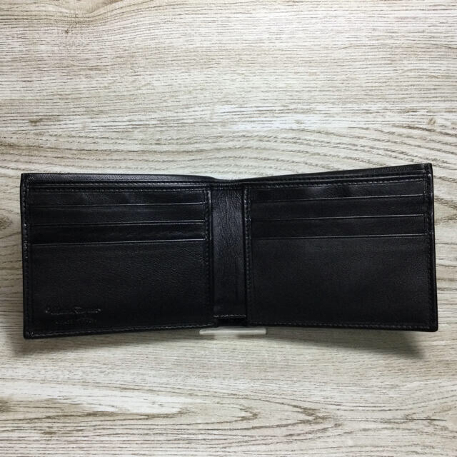 Salvatore Ferragamo(サルヴァトーレフェラガモ)のフェラガモ ブラックレザー 折り財布 美品 付属品付 メンズのファッション小物(折り財布)の商品写真