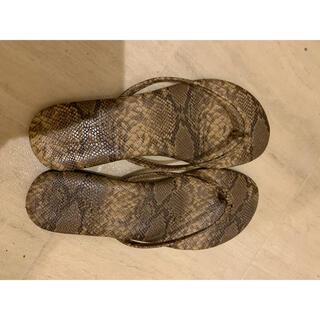 ローリーズファーム(LOWRYS FARM)のローリーズファーム 蛇柄ビーサン(サンダル)