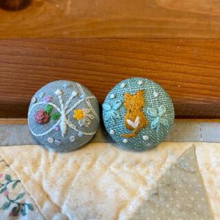 ミナペルホネンちょうちょ 刺繍ボタン 刺繍ヘアゴム くるみボタン 猫 3