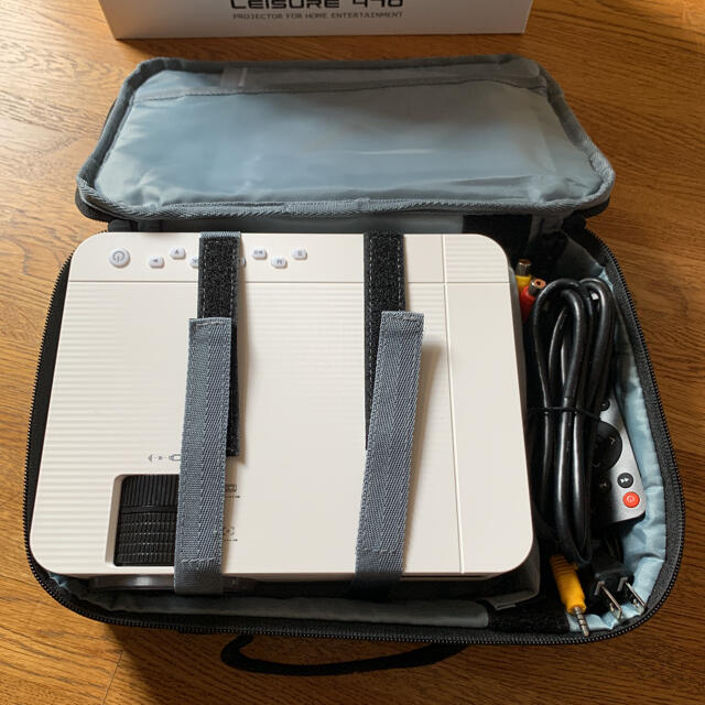 プロジェクター スマホに直接接続可小型 1920×1080最大解像度(中古美品) スマホ/家電/カメラのテレビ/映像機器(プロジェクター)の商品写真