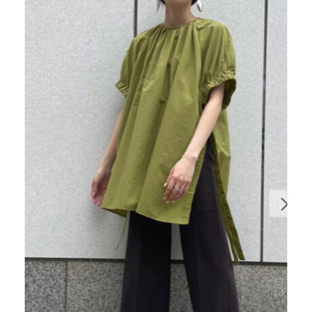 Mila Owen(ミラオーウェン)の ゆん様専用バックタック袖口ゴムギャザーブラウス 新品未使用 レディースのトップス(シャツ/ブラウス(半袖/袖なし))の商品写真