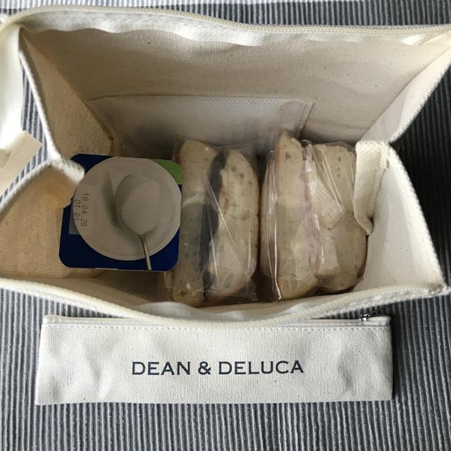 DEAN & DELUCA(ディーンアンドデルーカ)の【新品未使用】DEAN&DELUCA  ランチバッグ&カトラリーポーチ インテリア/住まい/日用品のキッチン/食器(弁当用品)の商品写真