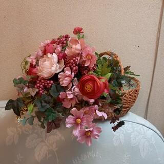 ピンクの秋桜、芍薬、濃いピンクのアネモネ、実物のアレンジメント(造花)(その他)