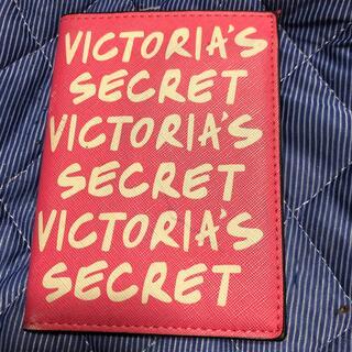 ヴィクトリアズシークレット(Victoria's Secret)のVictoria's Secret パスポートケース ピンク 美品 今だけ(旅行用品)