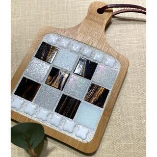 ガラスモザイクタイルの爽やかコースター(ホワイト・ブラウン)(キッチン小物)