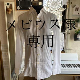 ユニクロ(UNIQLO)のタック入り白シャツ(シャツ)