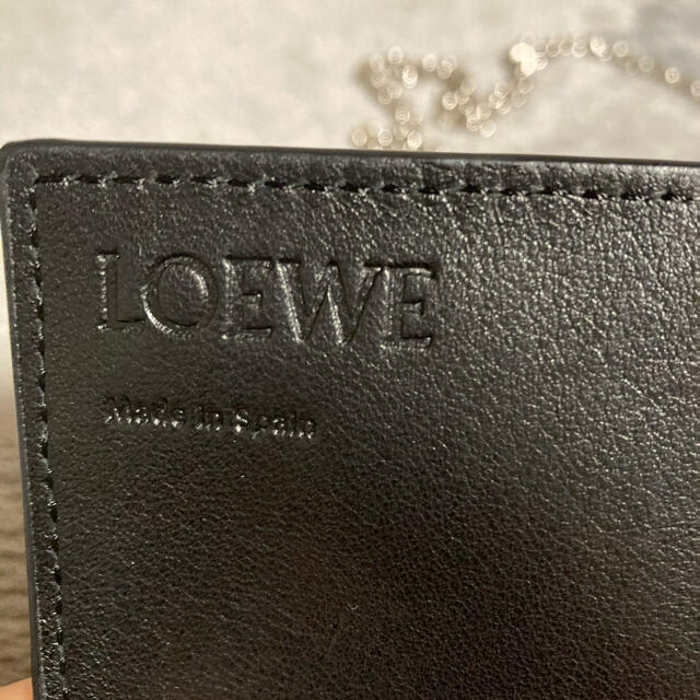 LOEWE(ロエベ)の値下げしました!【新品未使用】LOEWE  財布 ロエベ チェーンウォレット レディースのファッション小物(財布)の商品写真
