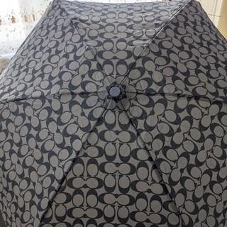 コーチ(COACH)のCOACH コーチ シグネチャー アンブレラ 新品未使用  折りたたみ傘  雨傘(傘)