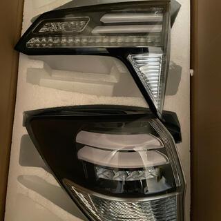 ホンダ(ホンダ)のホンダ ヴェゼル RU ハイブリッドタイプ LEDテールライト クリア(車種別パーツ)