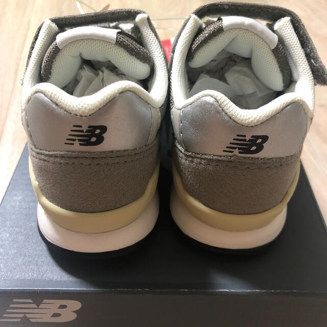 New Balance(ニューバランス)の(新品未使用) ニューバランス KV996CWY グレー 17.5cm キッズ/ベビー/マタニティのキッズ靴/シューズ(15cm~)(スニーカー)の商品写真