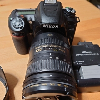 Nikon - ニコンデシタル一眼レフカメラD7500.18-200mm望遠レンズ電池他